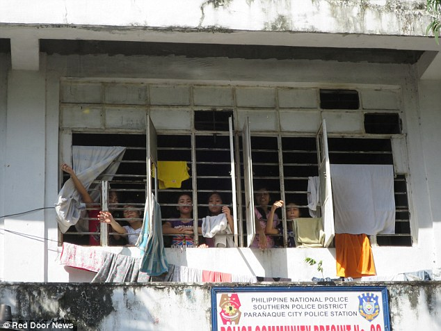 00578-2906730-PIX_for_Mail_Online_Exclusive_Street_Children_in_Manila_jailed_a-a-9_1421135531411.jpg