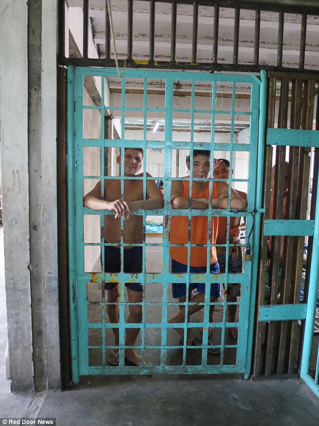 0578-2906730-PIX_for_Mail_Online_Exclusive_Street_Children_in_Manila_jailed_a-a-15_1421135531540.jpg
