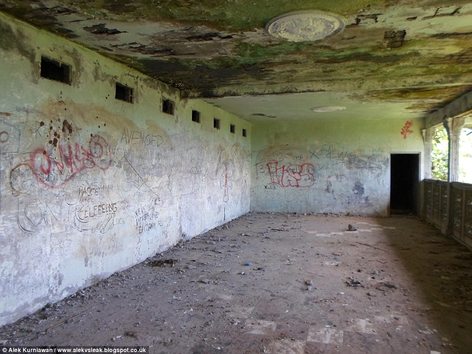 0578-3156330-Vandalised_On_the_walls_inside_youngsters_have_graffittid_bad_wo-a-38_1436773197569.jpg