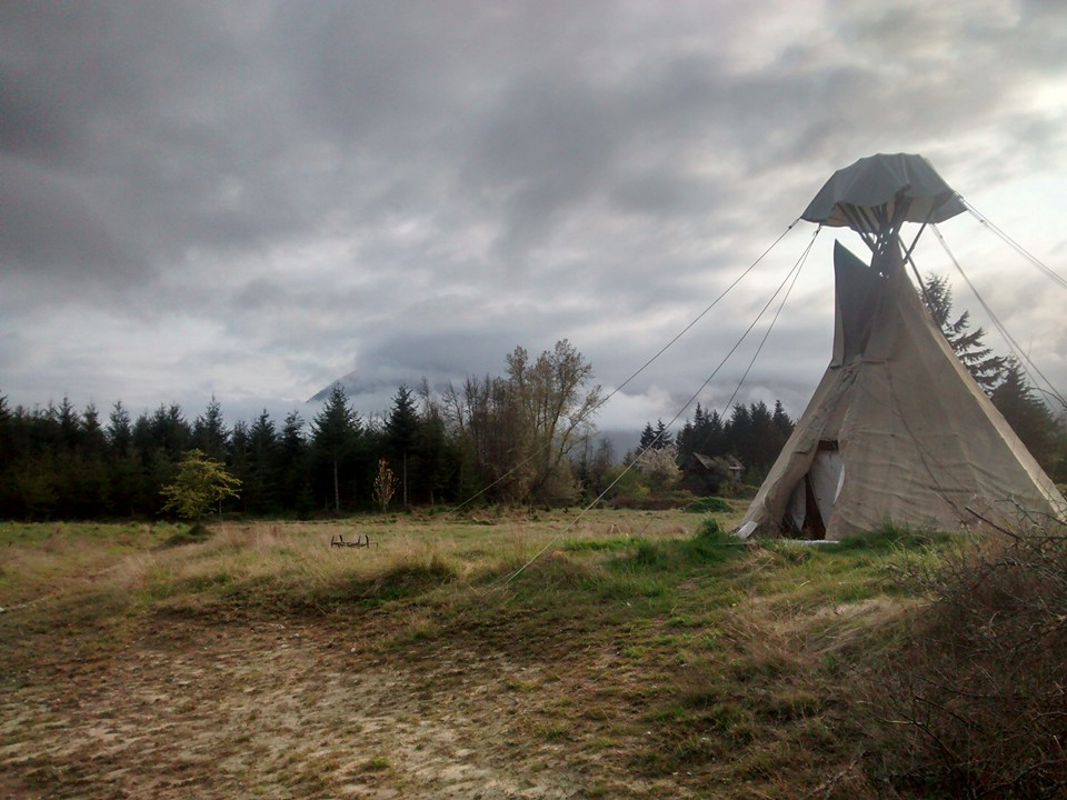 11072496_415227188658788_6339024832343540763_n-jpg.28789_Tipi!!_Portable Shelters_Squat the Planet_11:55 AM