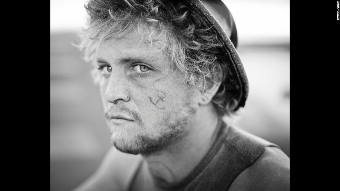 150626122032-14-cnnphotos-hitchhiker-portraits-restricted-super-169.jpg