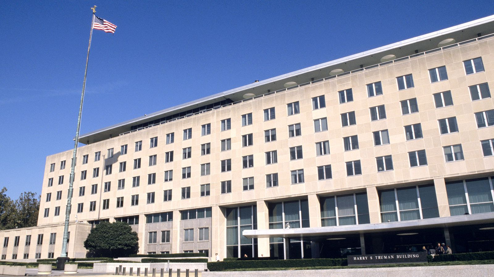 1600-jpg.35198_Authorities Struggling To Keep Squatters Out Of Empty State Department_Squatting_Squat the Planet_7:20 AM