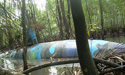 440px-Narco_submarine_seized_in_Ecuador_2010-07-02_1.jpg