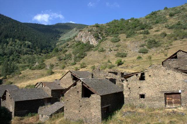 586cr2-jpg.22415_Squattin / rebuild abandoned town in Spanish Pyrenees_Squatting_Squat the Planet_3:30 PM