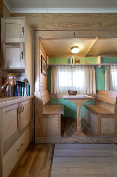 box-truck-to-solar-mobile-cabin-0014-jpg.20096_How To Build a Solar Bus Home – Most Amazing Conversion Ever_Van Dwelling / Rubber Tramping_Squat the Planet_8:45 AM