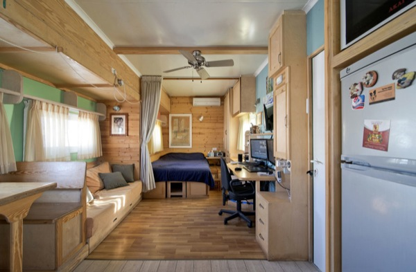 box-truck-to-solar-mobile-cabin-007-jpg.20091_How To Build a Solar Bus Home – Most Amazing Conversion Ever_Van Dwelling / Rubber Tramping_Squat the Planet_8:45 AM