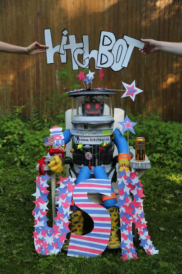 cjpyg2ixaaatgev-jpg.24198_HitchBot is back - this time crossing USA_Hitchhiking_Squat the Planet_7:47 AM
