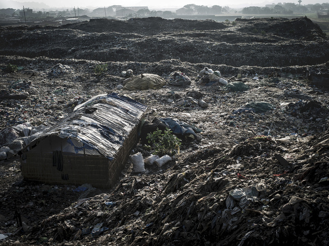 india2-jpg.21070_Living inside a landfill_Squatting_Squat the Planet_10:58 AM