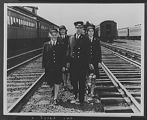 LIRR-women-trainmen-19431.jpg