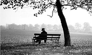 Man-sitting-on-a-bench-un-014.jpg