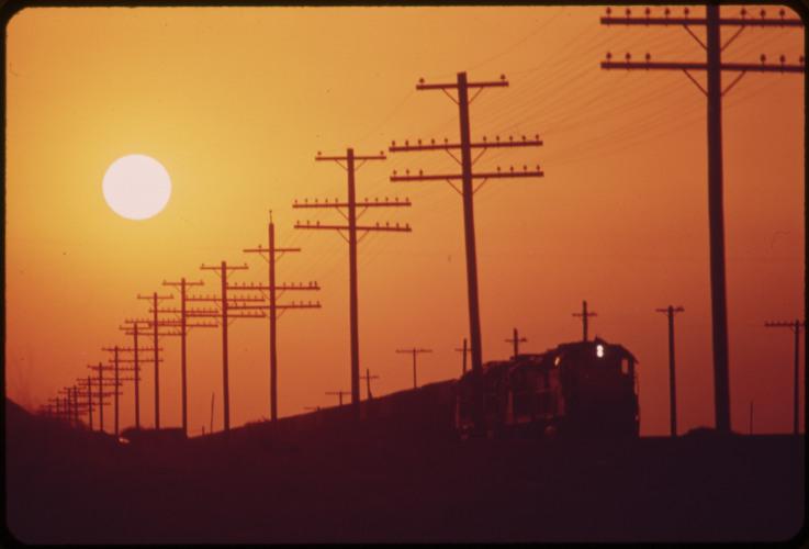 NSMISSION_LINES_NEAR_SALTON_SEA._HAZY_SUN_IS_CAUSED_BY_DISTANT_LOS_ANGELES_SMOG_-_NARA_-_5490961.jpg