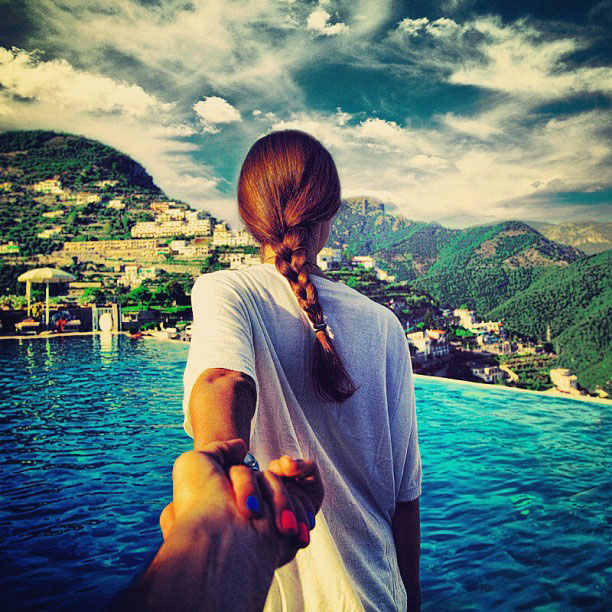 photographer-follows-girlfriend-around-the-world-holding-hand-photo-series-11.jpg