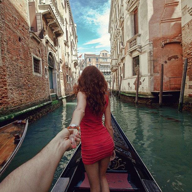 photographer-follows-girlfriend-around-the-world-holding-hand-photo-series-12.jpg