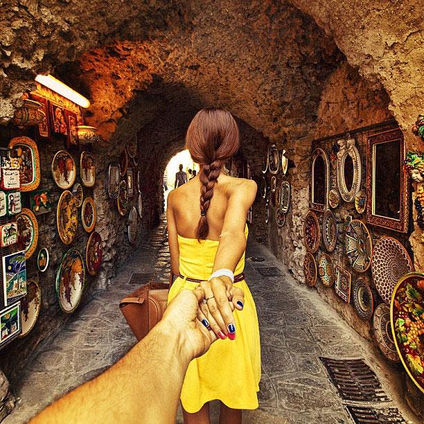 photographer-follows-girlfriend-around-the-world-holding-hand-photo-series-15.jpg