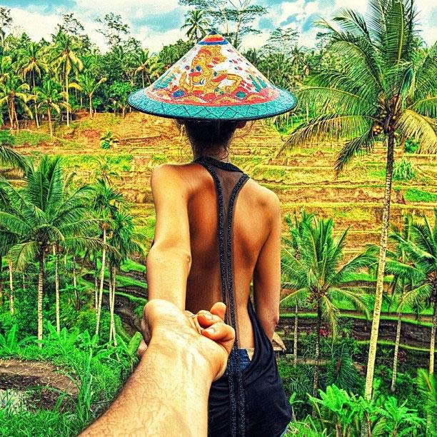 photographer-follows-girlfriend-around-the-world-holding-hand-photo-series-2.jpg