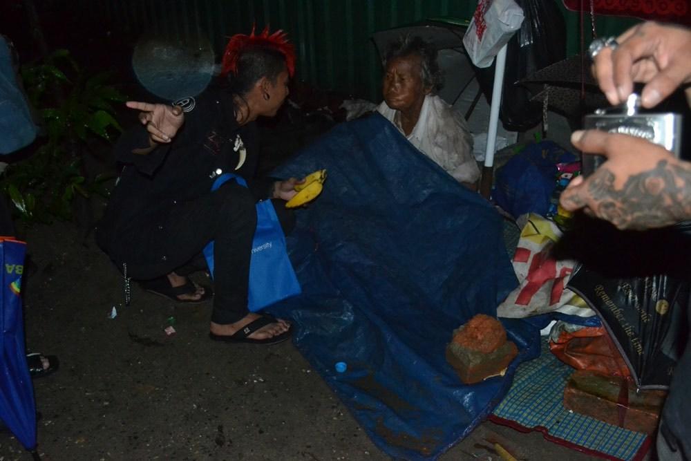 the-yangon-punks-feeding-myanmars-homeless-body-image-1436760299.jpe