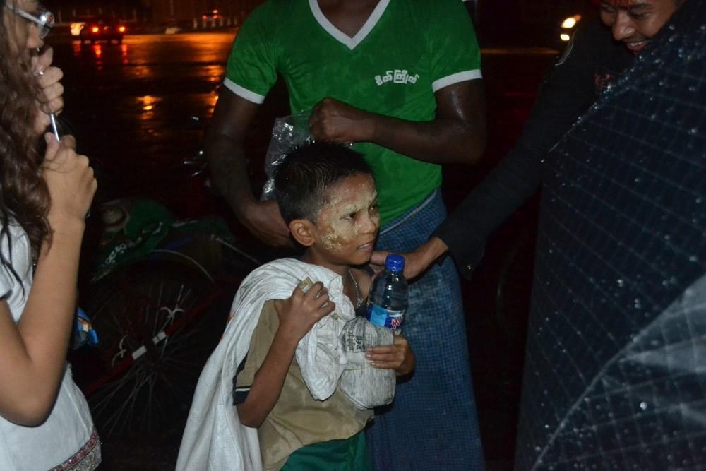 the-yangon-punks-feeding-myanmars-homeless-body-image-1436760494.jpe