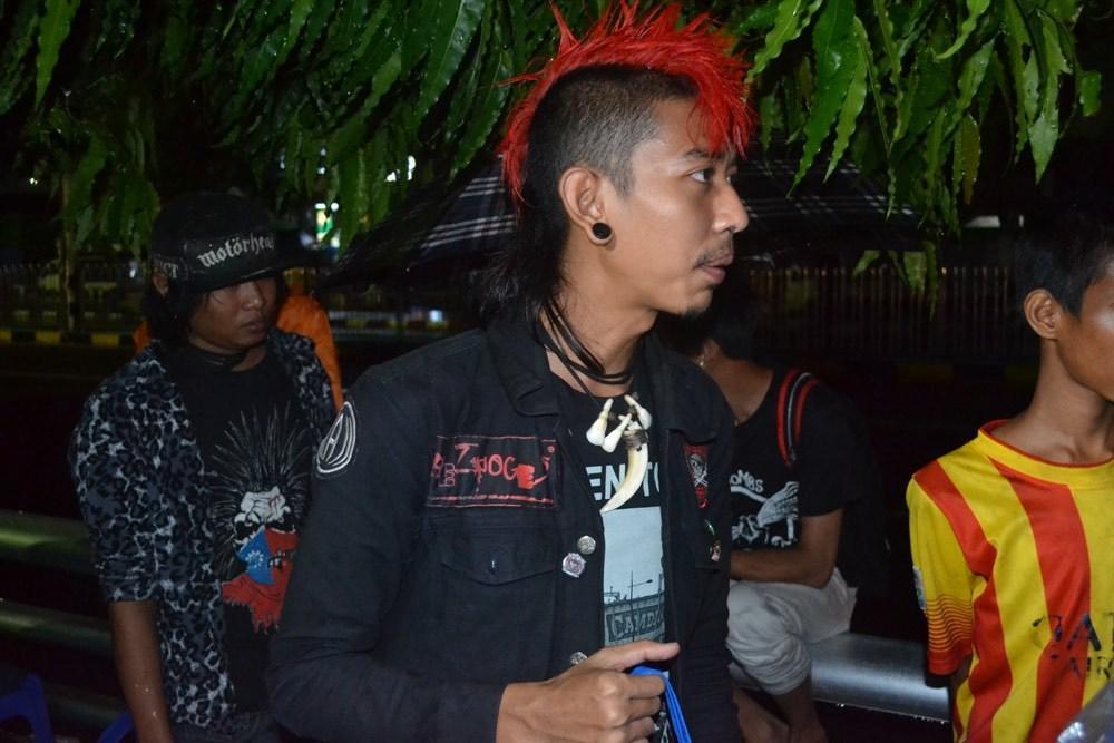 the-yangon-punks-feeding-myanmars-homeless-body-image-1436760670.jpe