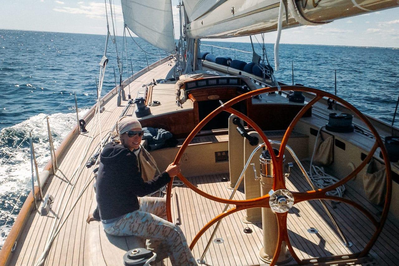 travel-jobs-sailing-crew.jpg