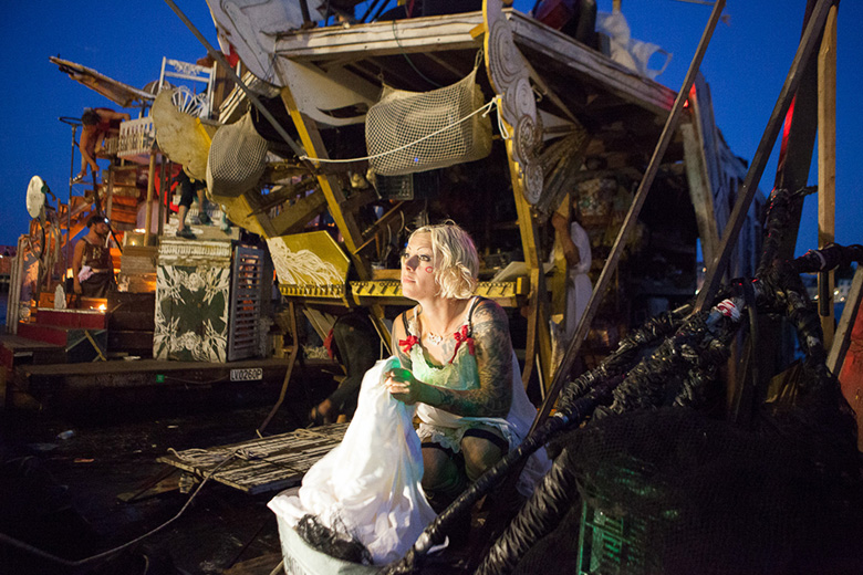 tseelie_10-jpg.37554_Meet the junk rafts and gutter punks of the Venice Canals_Boat Punk / Sailing_Squat the Planet_8:53 PM
