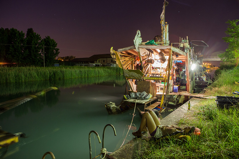 tseelie_8-jpg.37552_Meet the junk rafts and gutter punks of the Venice Canals_Boat Punk / Sailing_Squat the Planet_8:53 PM