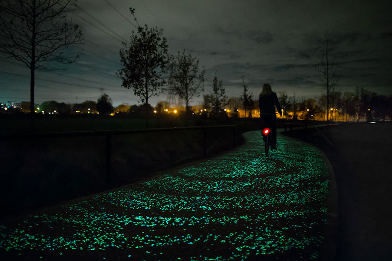 van-gogh-roosegaarde-glow-in-the-dark-bicycle-path-eindhoven-netherlands-2.jpg