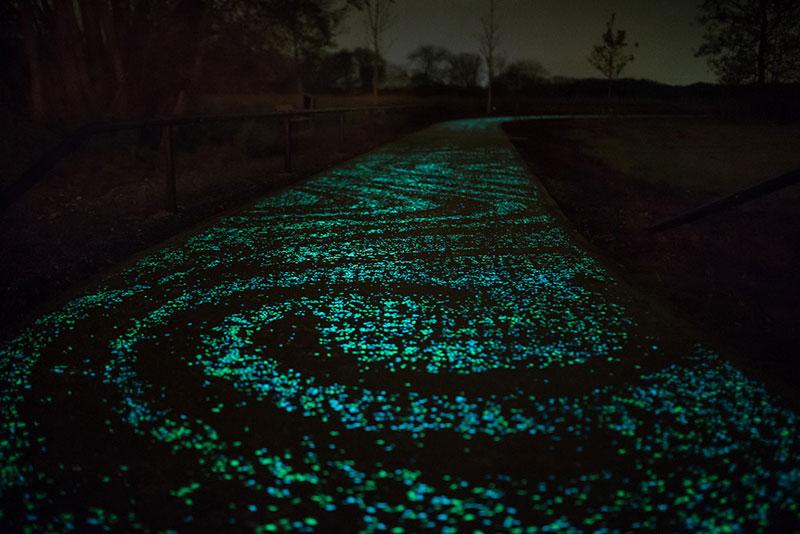van-gogh-roosegaarde-glow-in-the-dark-bicycle-path-eindhoven-netherlands-3.jpg
