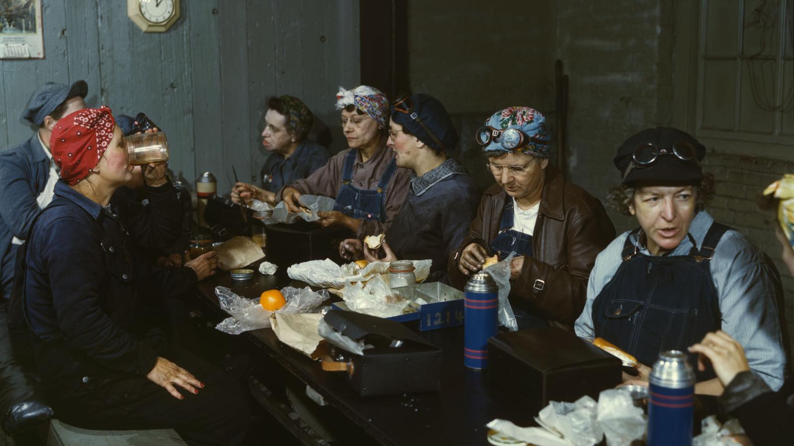 Wipers-eating-lunch-Clinton-Iowa-19391.jpg