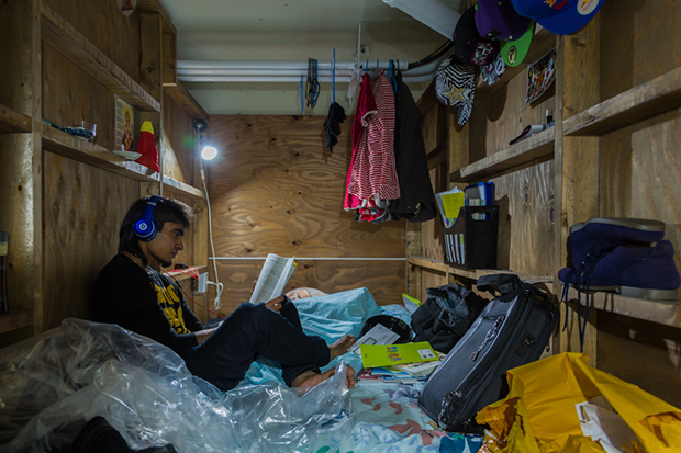 won_kim_enclosed03-jpg.23360_Portraits Of Backpackers Living In A Tiny, Hidden Hotel In Tokyo_Asia_Squat the Planet_4:55 AM