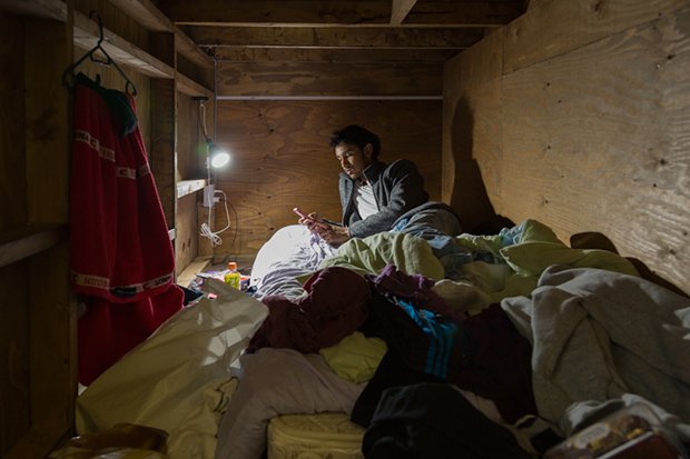 won_kim_enclosed07-jpg.23364_Portraits Of Backpackers Living In A Tiny, Hidden Hotel In Tokyo_Asia_Squat the Planet_4:55 AM