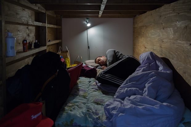 won_kim_enclosed09-jpg.23366_Portraits Of Backpackers Living In A Tiny, Hidden Hotel In Tokyo_Asia_Squat the Planet_4:55 AM